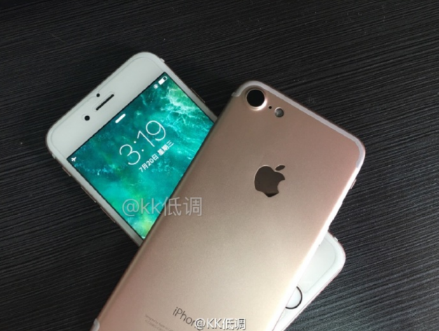 image-1469542983-Pictures-of-the-Apple-iPhone-7-rear-cover-surface-along-with-images-of-a-3.5mm-to-Lighting-adapte.jpg-4